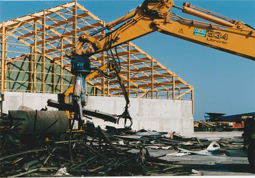Démolition d'une structure métallique