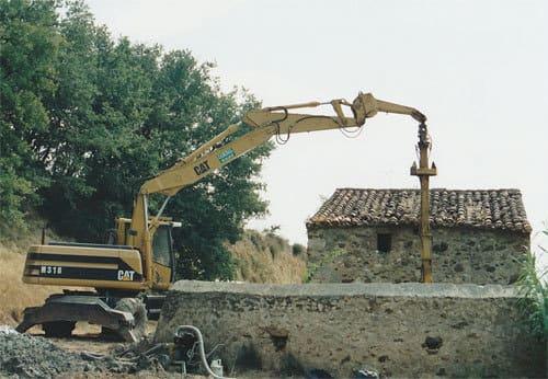 Démolition d'une ferme en pierre